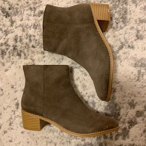 Clark's suede ankle boots size 7.5